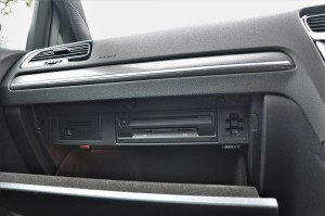 Volkswagen Golf GTI Mk 7.5_SD Slots_Card Holder_Glove Compartment_Cooling