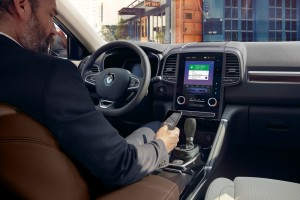 Renault Koleos_R-LINK2 multimedia system_ Apple CarPlay_Android Auto compatibility_2019