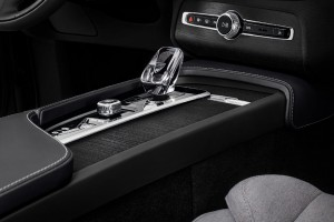 Volvo XC90 Lifestyle Image 6_Orrefors Crystal Gear Lever