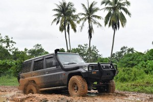 Off-roading_4x4_Mud_Winch