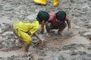 Rainforest Challenge_Malaysia_Children_Mud