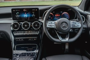 Mercedes-Benz_GLC 300 Coupe_Dashboard_MBUX_Steering