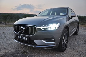 Volvo XC60_Front_Grille_Headlights