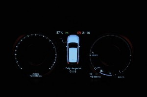 Volvo XC60 T8_Meter Display_Charging