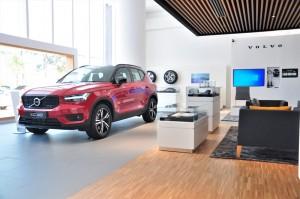 Volvo Car_Showroom_Merchandise_SUV_Accessories