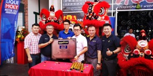 L-R: Andy Liew; Chee Lip Choon, Sales Director of Goodyear Malaysia; Loh Chee Hoe, ACE Performance Wheel; Yang Berhormat Tuan Chua Wei Kiat, Rawang Assemblyman; Kelvin Ong, ACE Performance Wheel; and Steven Kok, Sales Executive of Goodyear Malaysia at the launch of ACE Performance Wheel Goodyear Autocare outlet.