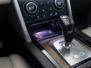 Land Rover Discovery Sport R-Dynamic_Interior_Gear Lever_Climate Control_Wireless Charging