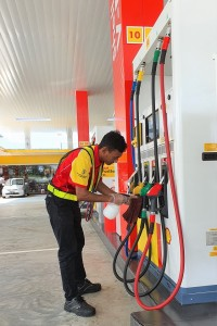 Shell Malaysia_Sanitising Petrol Nozzle_Fuel Pump