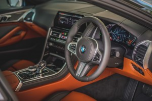 BMW 840i Gran Coupé M Sport (9)_Dashboard_Steering Wheel_Centre Console