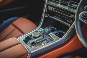 BMW 840i Gran Coupé M Sport (11)_Centre Console_Armrest_Gear Lever_iDrive_Crafted Clarity