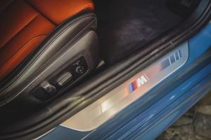 BMW 840i Gran Coupé M Sport (15)_Front Seat Control_M Scuff Plate