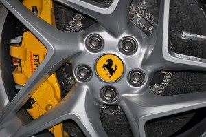 Ferrari_Logo_Front Wheel_Brembo_Carbon Brake