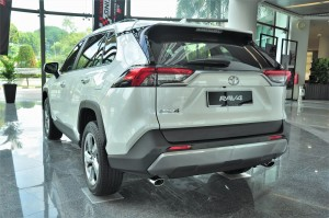 Toyota RAV4_2020_Rear