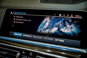 BMW X5 xDrive45e M Sport_Control Display_Infotainment