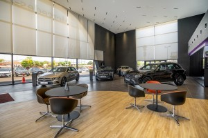 Mercedes-Benz_Autohaus_Showroom_Customer Waiting Area_Dealership
