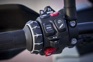 BMW S 1000 XR_Handlebar_Grip_Controls