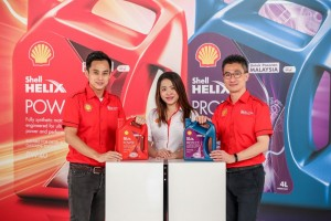 L-R: Shell Helix Brand Manager Gary Tan, Shell Lubricants Marketing General Manager May Tan and Shell Lubricants General Manager for Malaysia and Singapore Nyon Kam Yew at the launch.