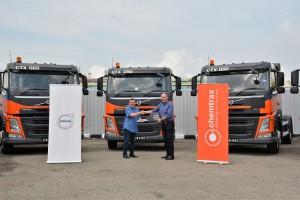 L-R:  Jaffar Abu Bakar, Group Managing Director of Chemtrax Sdn Bhd receiving the mock key from Mitch Peden, Managing Director, Volvo Trucks Malaysia.