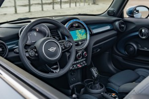 MINI Convertible Sidewalk Edition_Interior_Steering Wheel_Dashboard_MINI Visual Boost