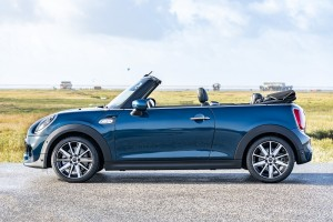 MINI Convertible Sidewalk Edition_Side View_Roof Down