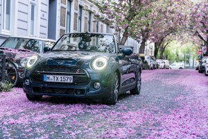 MINI Convertible Sidewalk Edition_Street