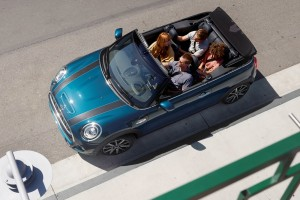MINI Convertible Sidewalk Edition_Passengers_Top Down