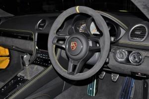 Porsche 718 Cayman GT4_Steering Wheel_Gear Knob