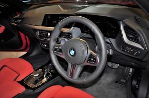 BMW M135i xDrive_Cockpit_Steering Wheel