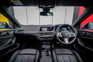 BMW M135i xDrive_Dashboard_Steering Wheel