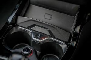 BMW M135i xDrive_Wireless Charging_USB_Cup Holders