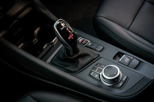 BMW X1 sDrive18i_Centre Console_Gear Lever_iDrive Controller