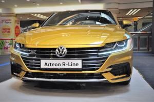 Volkswagen Arteon R-Line_Front Grille_Headlights