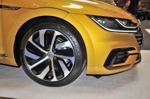Volkswagen Arteon R-Line_19 inch Montevideo Wheel_Headlight