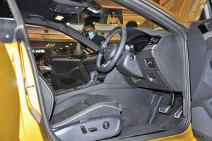 Volkswagen Arteon R-Line_Cockpit_Steering Wheel_Seat