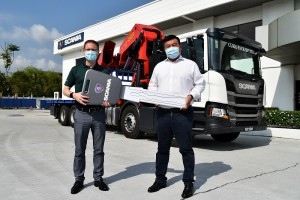 Scania P410 rigid type_Services Director, Scania Southeast Asia, Thor Brenden_Director,Curio Pack, Ngiam Chong Lee