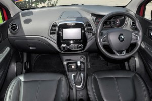 Renault Captur_Dashboard_Centre Console_Steering Wheel