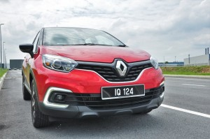 Renault Captur_Front Grille_Headlights