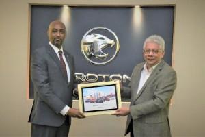 HE Mr Francis N. Muhoro receiving a token from Dato' Radzaif Mohamed