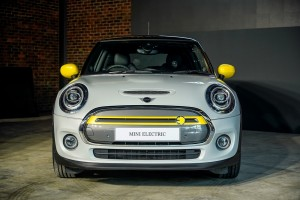 The New All-Electric MINI_Cooper S_Front