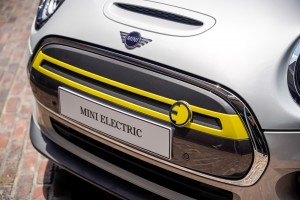 The New All-Electric MINI_Cooper S_E Badge_Front Grille
