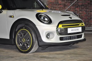 MINI Cooper S Electric Vehicle_Front_Grille_Headlights_Bumper_Wheel