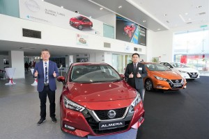 L-R: Mr Christopher Tan, Sales & Marketing Director, Edaran Tan Chong Motor Sdn Bhd;  Mr Kang Hean Lee, Deputy General Manager, Product Planning Department