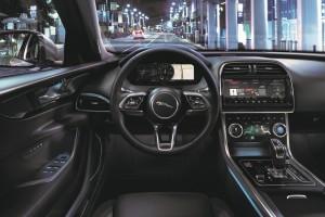 Jaguar XE_Cockpit_Steering Wheel