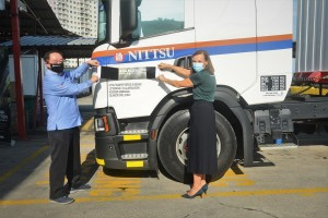 Scania Ecolution_Nittsu Transport Service_Billy Tee, Director of Nittsu_Marie Sjodin Enstrom, Scania Southeast Asia