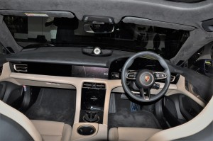 Porsche Taycan_Dashboard_Steering_Interior