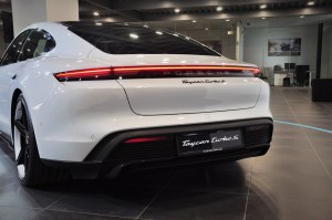 Porsche Taycan_Rear Light Strip_Tail Lights