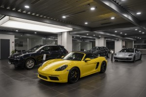 Porsche_Showroom_Display Cars