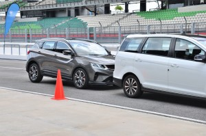 ADAS_Advanced Driving Assistance System_Forward Collision Warning_Autonomous Emergency Braking