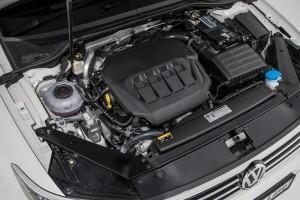 Volkswagen_Passat_R-Line_2.0TSI Engine