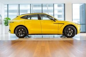Aston Martin DBX_Side